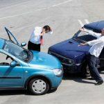 Kolizja drogowa – co zrobić? Jak zareagować? Czego unikać?